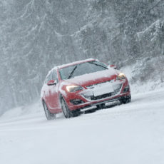 5 common mistake that many people do at snowy roads